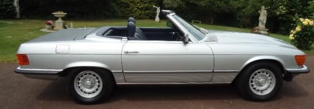 Mercedes 350 SL similar to the one used by Dempsey