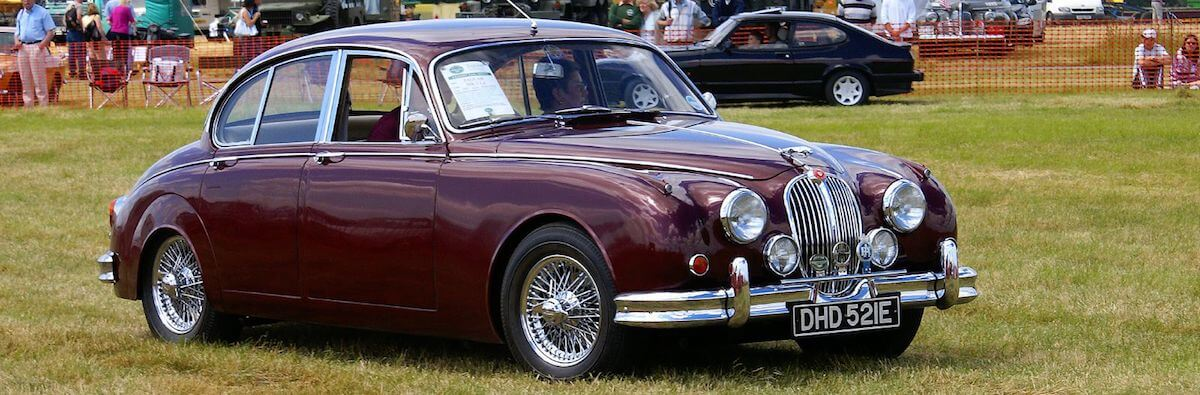 Jaguar MkII similar to the one used by Inspector Morse